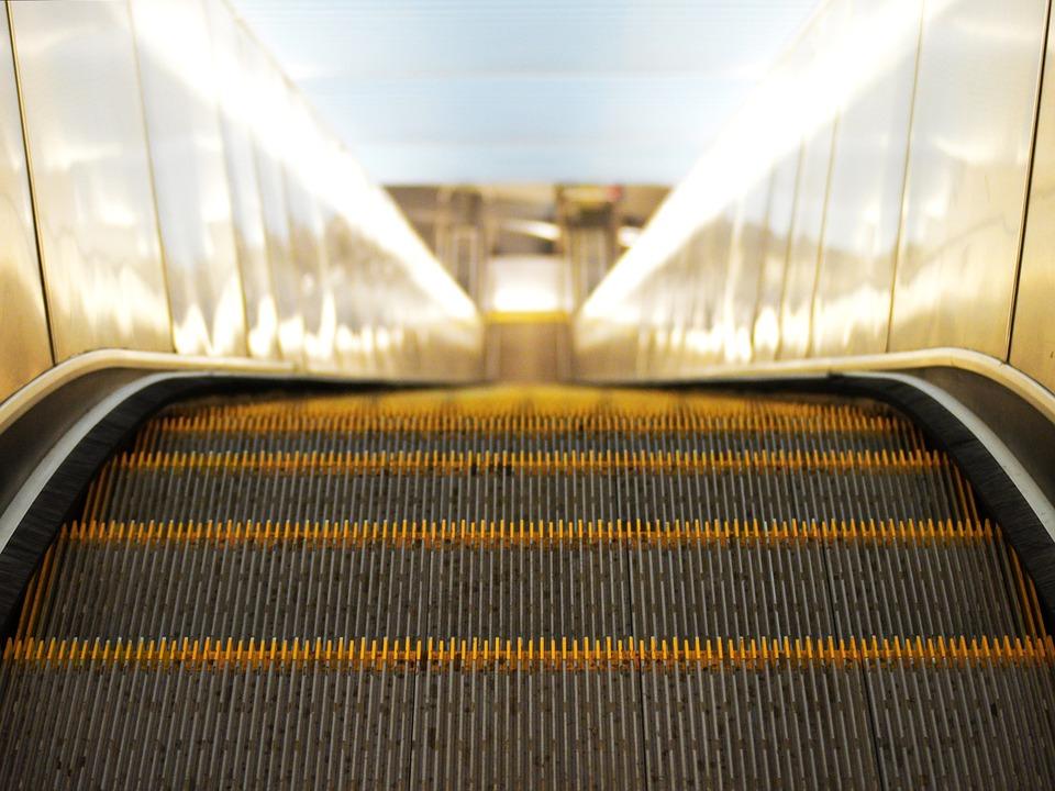 На четырех станциях метро в ЮВАО прошел ремонт эскалаторов