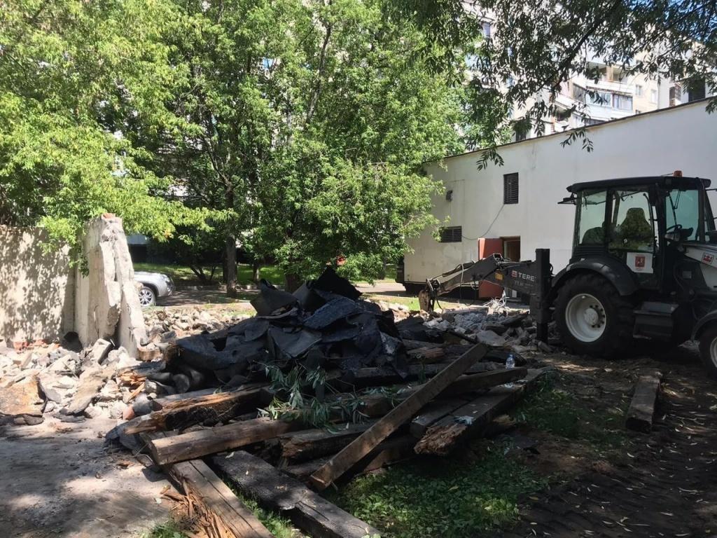 Четыре бесхозных гаража демонтировали в районе Люблино