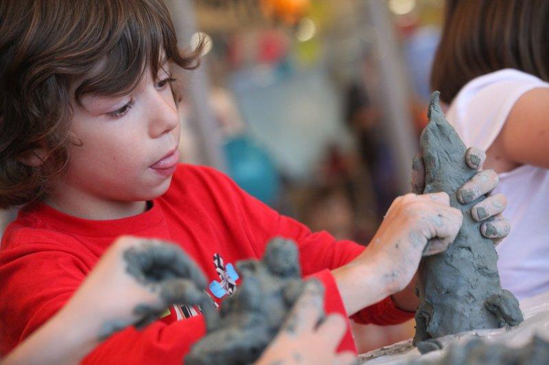 Центр «Люблино» приглашает детей к участию в конкурсе новогодних рисунков и поделок